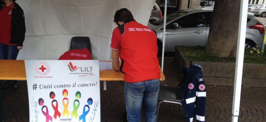Tappa in Piazza per Croce Rossa Italiana, la marcia contro i tumori non perde lo smalto di una volta