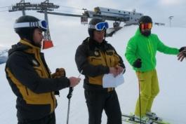 Controlli sulle piste da sci: la polverina bianca non era neve...