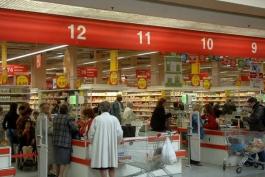 Rubano cosmetici al centro commerciale, denunciate due donne