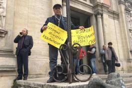 Mattinata agitata davanti al tribunale di Avezzano