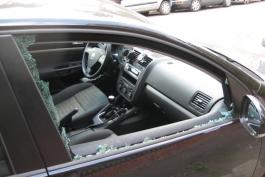 Spacca finestrini per rubare dalle auto: arrestato italiano in pieno centro