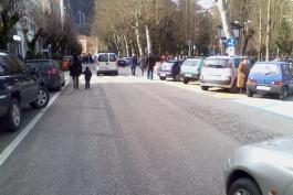 Attentato a sindaco: stamani in piazza anche i commercianti