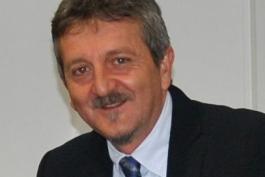 Il sindaco Di Pangrazio per la causa strizza l'occhio a destra...
