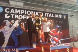 Ai Campionati italiani di Riccione la K.O. Team Kick boxing Trasacco del coach Maurizio Pollicelli è medaglia d'oro nella Low Kick (ring)