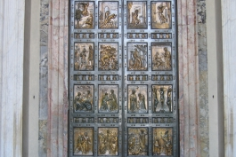 Scoppia la guerra delle porte sante nella Marsica